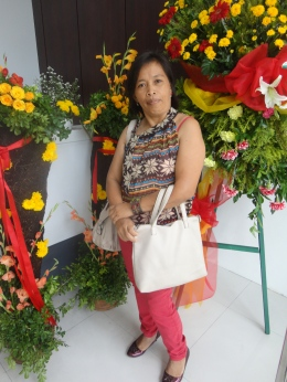 In the morning, my Mom still wants to take a picture with the flowers, LOL.