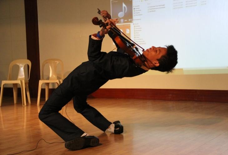 john wesley valdex bending violinist